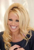 Pamela Anderson - Los Angeles - 22-03-2012 - Pamela Anderson, compie 50 anni la bagnina più sexy del mondo