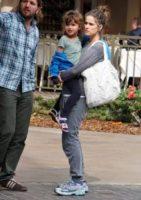Molly, Amanda Peet - Los Angeles - 24-03-2012 - Amanda Peet: che fatica fare la mamma!