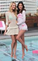 Candice Swanepoel, Miranda Kerr - Beverly Hills - 29-03-2012 - Miranda Kerr e Photoshop: troppa vanità o solo una gaffe?