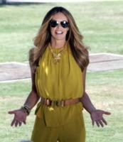 Elle Macpherson - Miami - 07-04-2011 - Elle MacPherson compie 54 anni ma il tempo per lei si è fermato