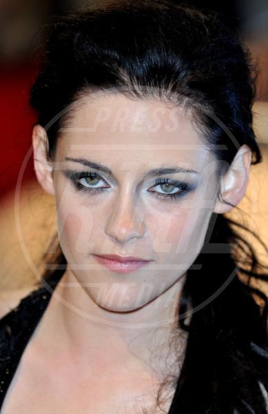 Kristen Stewart - Londra - 04-04-2012 - Peyman Moaadi, iraniano, con Kristen Stewart in Camp X-Ray