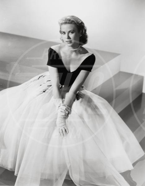 Grace Kelly - Hollywood - 01-08-1954 - Vita stretta e gonna ampia: bentornati anni '50!