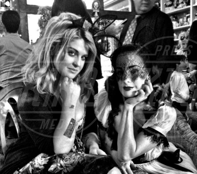 Dita Von Teese, Kelly Osbourne - Los Angeles - 09-04-2012 - Le star di Hollywood raccontano la loro prima volta