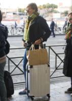 Federica Pellegrini - Roma - 09-04-2012 - Star come noi: Federica Pellegrini in coda per prendere il taxi