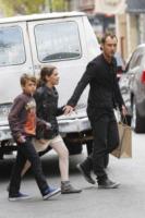 Rudy Law, Iris Law, Jude Law - New York - 11-04-2012 - Jude Law ci ricasca: quinto figlio in arrivo…dalla ex!