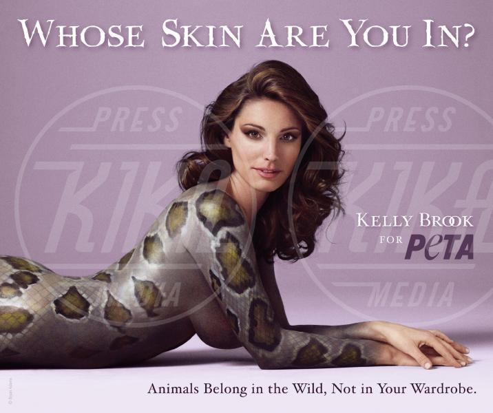 Kelly Brook - Londra - 15-09-2011 - Helen Flanagan nuda contro la crudeltà verso gli animali