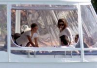 Eduardo Cruz, Eva Longoria - Miami - 06-02-2011 - Le star migrano con lo yacht