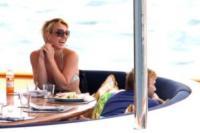 Britney Spears - Sydney - 15-11-2009 - Le star migrano con lo yacht