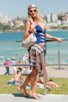 Paris Hilton - Sydney - 29-03-2012 - Shorts, minidress o pareo: e tu cosa indossi in spiaggia?