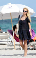 Michelle Hunziker - 05-04-2010 - Shorts, minidress o pareo: e tu cosa indossi in spiaggia?