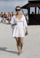 Hayden Panettiere - Miami - 03-01-2010 - Shorts, minidress o pareo: e tu cosa indossi in spiaggia?