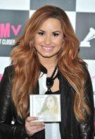 Demi Lovato - Londra - 03-04-2012 - Demi Lovato sostiene la giornalista criticata per la sua obesità