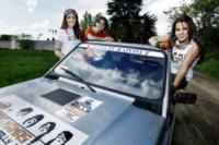 Alessandra Cambria, Giulia Celentano, Simona Iannoni - Milano - 23-04-2012 - Giulia, Alessandra, Simona e una Panda: rally in Mongolia