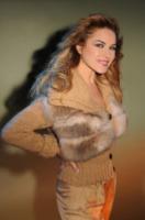 Lory Del Santo - Milano - 18-11-2011 - L'inverno porta in dote i colori neutrali, come il beige