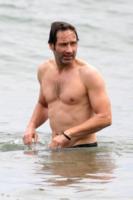 David Duchovny - Malibu - 03-07-2010 - Pelosi contro depilati: una sfida impari
