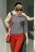 Taylor Swift - Los Angeles - 04-05-2012 - Si scrive street-style chic, si legge… Taylor Swift!