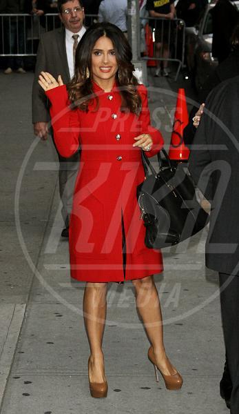 Salma Hayek - New York - 24-10-2011 - Corto e colorato: ecco il cappotto di primavera
