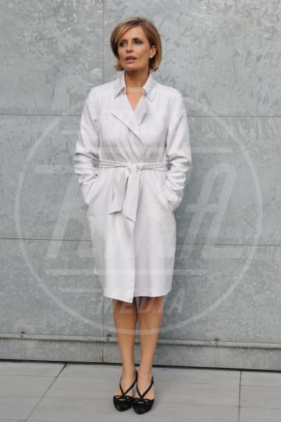 Isabella Ferrari - Milano - 18-01-2011 - Corto e colorato: ecco il cappotto di primavera