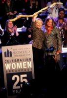 Abigail E. Disney, Hillary Clinton - New York - 10-05-2012 - Hillary Clinton tra onorificenze e la rottura con Bill