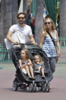 Jennifer Maguire, Otis Maguire, Ruby Maguire, Tobey Maguire - Anaheim - 12-05-2012 - Tobey Maguire e Jennifer Meyer si separano