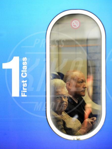 Regina Elisabetta II - Londra - 17-12-2009 - Autista personale? Macché! I vip scelgono i mezzi pubblici