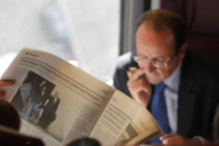 François Hollande - Tours - 17-10-2011 - Autista personale? Macché! I vip scelgono i mezzi pubblici