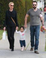 Naleigh Heigl, Josh Kelley, Katherine Heigl - usa - 05-12-2011 - Star come noi: neo mamme un po'...sciatte? Evviva la normalità!
