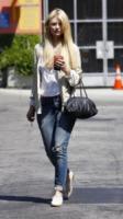 Mischa Barton - Beverly Hills - 17-08-2010 - Tutti pazzi per lo smoothie! Ecco come si dissetano i VIP