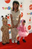 Angela Bassett - Santa Monica - 26-10-2008 - Madri surrogate, perchè no? A Hollywood lo fanno