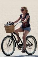 Anna Paquin - Los Angeles - 07-08-2010 -  Dove vai se la bicicletta, trendy, non ce l'hai?