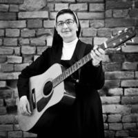Suor Marta - Voghera - 03-06-2012 - Suor Marta dedica un brano alle casalinghe di Voghera