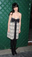 Zooey Deschanel - West Hollywood - 13-04-2012 - Bianco o colorato, ecco il pizzo d'inverno
