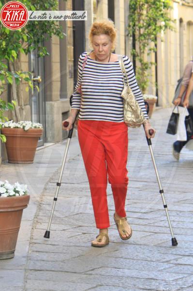 Ornella Vanoni - Milano - 05-06-2012 - Bende, cerotti, gessi, la dura vita della star