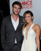 Liam Hemsworth, Miley Cyrus - Los Angeles - 12-01-2012 - Crisis in Six Scenes, la serie diretta da Woody Allen per Amazon