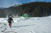 FORESTALE ELICOTTERISTI BELLUNO - Belluno - 02-01-2009 - Gli elicotteristi della forestale entrano in azione