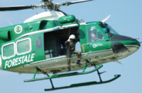 FORESTALE ELICOTTERO missione - Belluno - 11-05-2006 - Gli elicotteristi della forestale entrano in azione