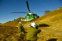 FORESTALE ELICOTTERISTI BELLUNO - Belluno - 22-11-2011 - Gli elicotteristi della forestale entrano in azione