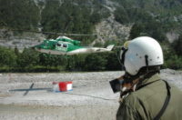 FORESTALE ELICOTTERISTI BELLUNO - Belluno - 25-07-2006 - Gli elicotteristi della forestale entrano in azione