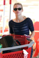 AnnaLynne McCord - Los Angeles - 29-05-2012 - Star come noi: sexy spesa con carrello per Annalynne McCord