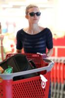 AnnaLynne McCord - Los Angeles - 29-05-2012 - Star come noi: sexy spesa con carrello per Annalynne McCord