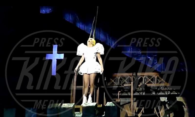 Lady Gaga - Auckland - 11-06-2012 - Chiesa e show biz, un rapporto di amore e odio