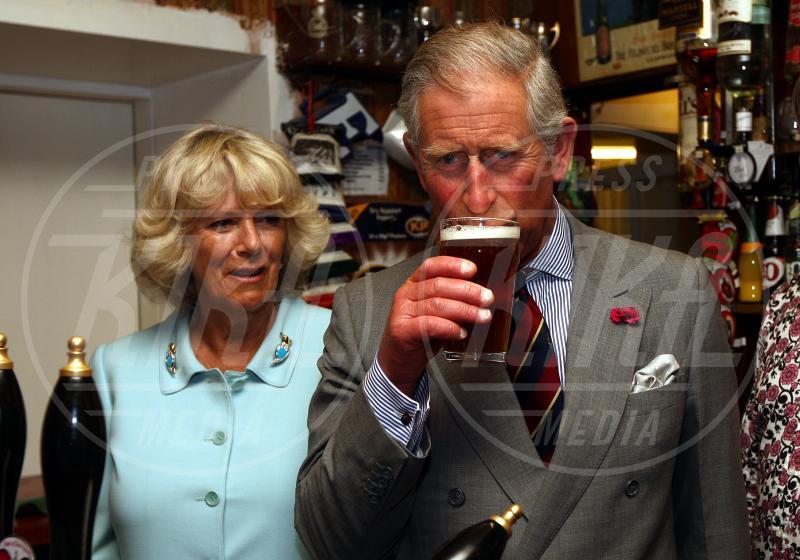 Principe Carlo d'Inghilterra, Camilla Parker Bowles - Los Angeles - 22-02-2011 - Camilla di Cornovaglia, in vino veritas?