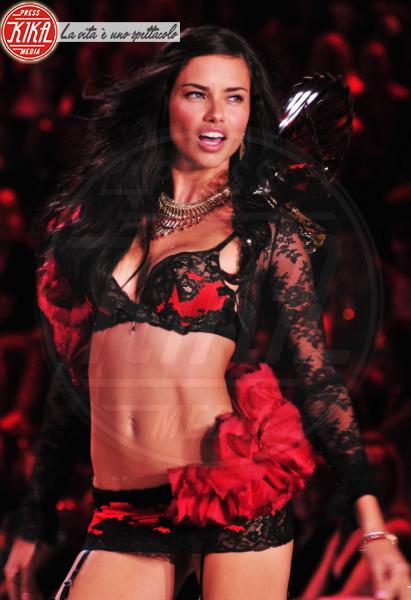Adriana Lima - New York - 09-11-2011 - Anche questo Capodanno la lingerie deve essere rossa