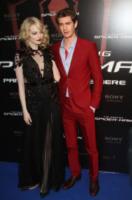 Emma Stone, Andrew Garfield - Parigi - 20-06-2012 - Andrew Garfield ha grandi doti... nel costume di Spider-Man!