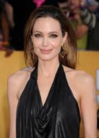 Angelina Jolie - Los Angeles - 29-01-2012 - Angelina Jolie: dopo la mastectomia, qualcosa è cambiato?