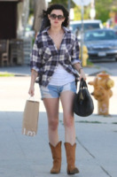 Rumer Willis - Los Angeles - 20-06-2012 - Tendenze: shorts e stivali alti nel guardaroba delle star