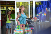 Belen Rodriguez - Formentera - 23-06-2012 - Star come noi: spesa al supermercato a Formentera per Belen