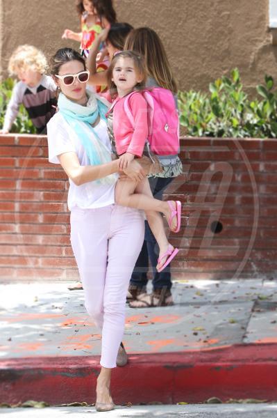 Anja, Alessandra Ambrosio - Santa Monica - 24-06-2012 - Amore, ma quando scendi dalle braccia di mamma?