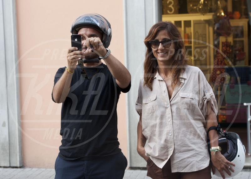 Nicola Savino - Roma - 26-06-2012 - Chi di macchina fotografica ferisce…