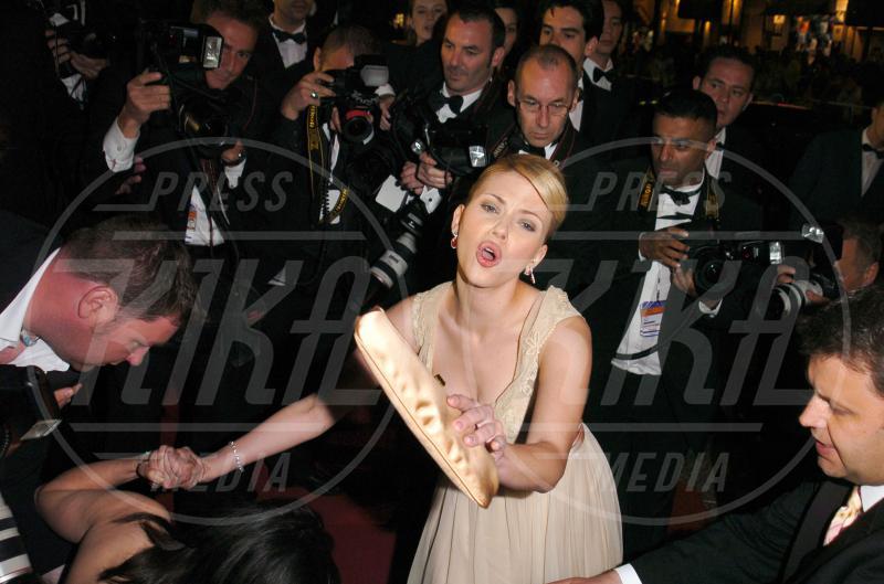 mamma, Scarlett Johansson - Cannes - 16-05-2005 - Sabrina Impacciatore & C., quando lo scivolone è epico